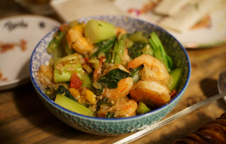 Stir-fry king prawns in Asian dish